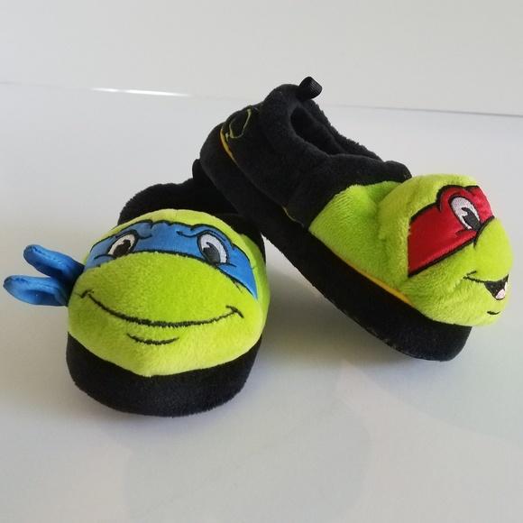 74098ec66e5 TMNT Toddler Slippers. M 5ad548e5fcdc31ae9555bbe1